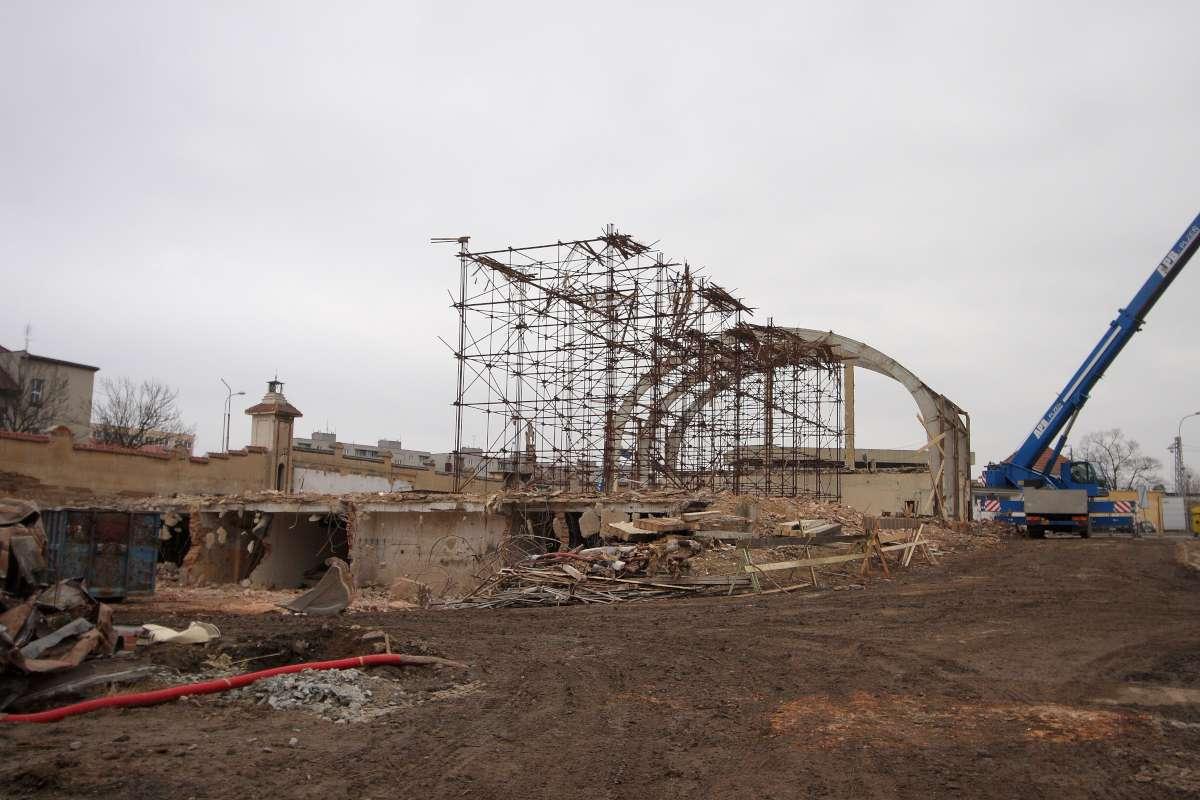 Demolition Of Science : Demolition of techmánia science center