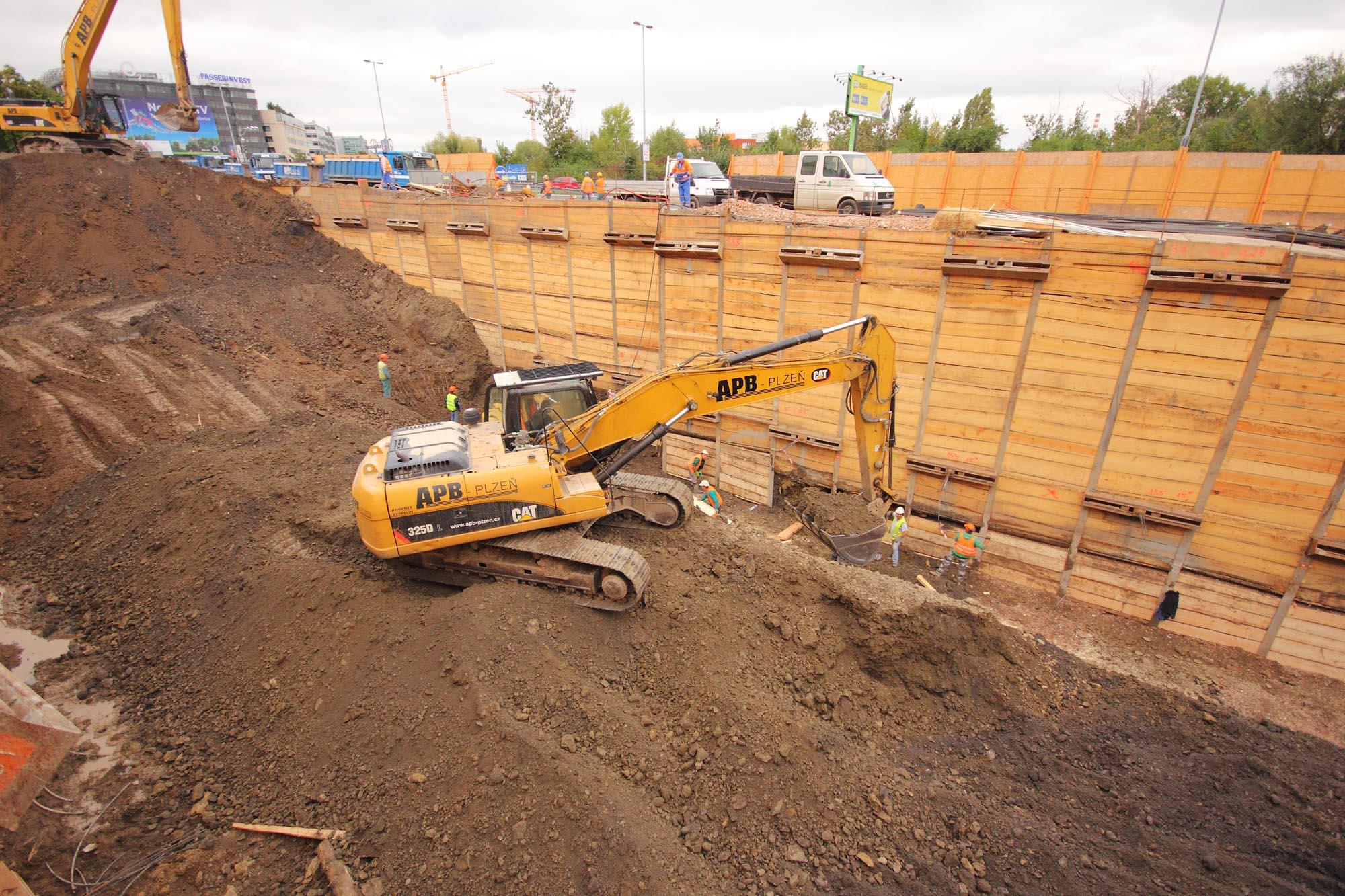 Earthwork Construction Management : Earthworks for apartment block jubileum house