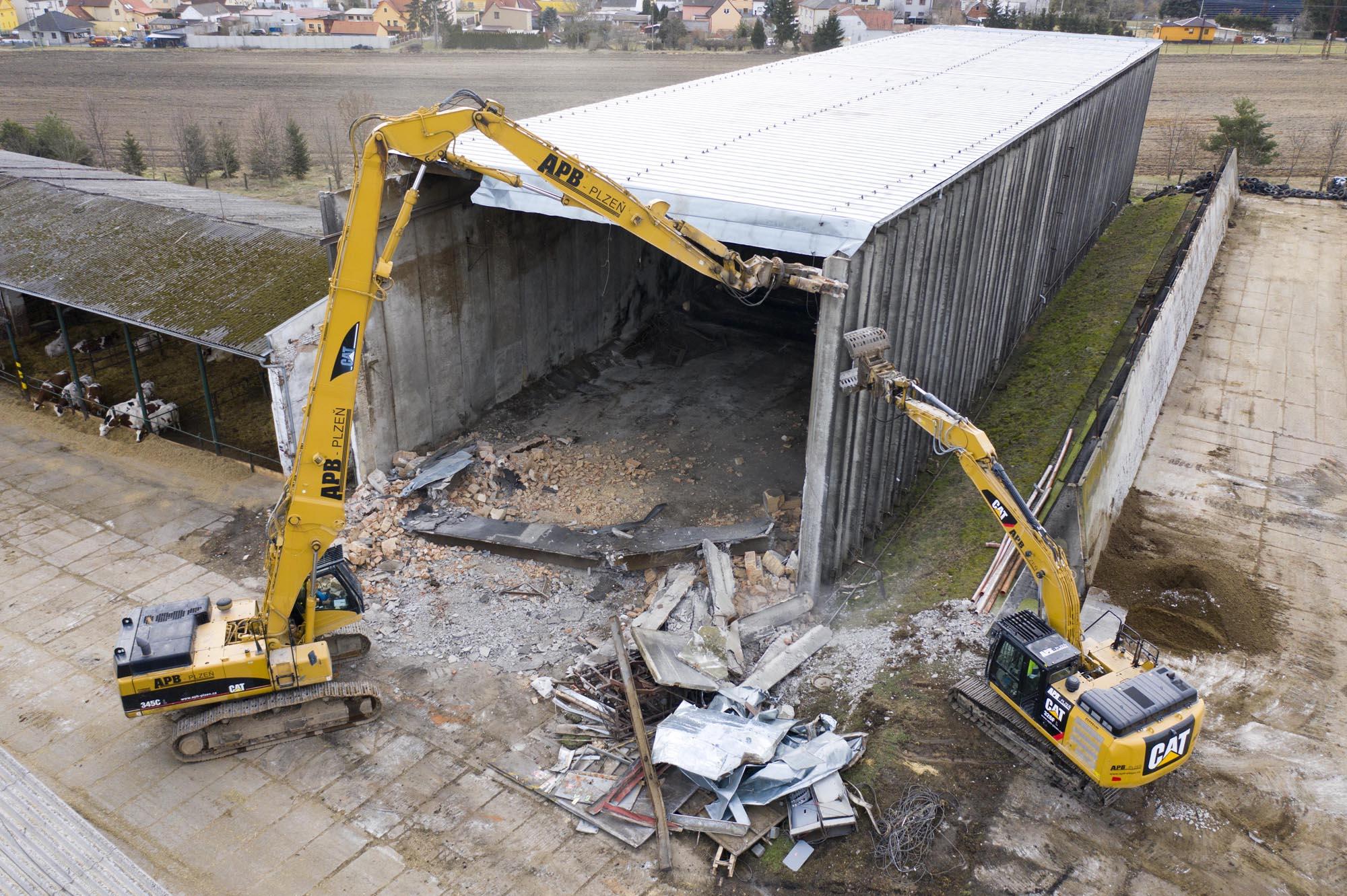 Demolition of reinforced concrete hayloft after »